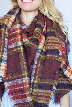 We've found the trendiest ways to tie scarves that will not only compliment your outfit, but keep you warm. Here are The 11 Best Ways to Tie a Scarf we could find. How To Fold Scarf, How To Wear A Blanket Scarf, Ways To Wear A Scarf, Diy Scarf, Scarf Dress, How To Wear Scarves, Vintage Fashion 1950s, Victorian Fashion, Vintage Hats
