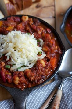 """I MADE THIS- so so delish, making it for the second time tonight and can't wait! It's officially in the """"big book"""". Turkey Chili"""