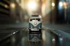 """Young Swiss photographer Kim Leuenberger did the series """"Traveling Cars Adventures"""" in which she plays setting scenes with little cars and tiny old Volkswagen, Toys Photography, Travel Photography, Miniature Photography, Cinematic Photography, Creative Photography, Amazing Photography, Combi Vw, St James' Park"""