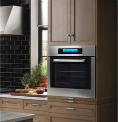 Bring big style to your small kitchen with the 24 inch Cosmo 10 function built-in single electric wall oven. Our oven has the functionality you need to bake and roast with professional results. Gas Wall Oven, Electric Wall Oven, Built In Microwave, Built In Ovens, Microwave Oven, Kitchen Oven, Kitchen Appliances, Kitchen Cabinets, Kitchen Pantry