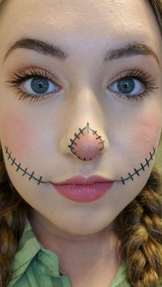 Looking for for inspiration for your Halloween make-up? Browse around this site for creepy Halloween makeup looks. Unique Halloween Makeup, Halloween Costumes Scarecrow, Scarecrow Makeup, Halloween Makeup Looks, Halloween Kostüm, Scarecrow Face Paint, Halloween Costume Makeup, Maleficent Costume, Halloween Disfraces