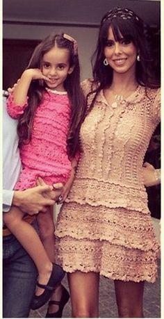 crochelinhasagulhas: Vestido rosa em crochê by Vanessa Montoro