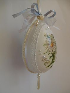 Easter Projects, Easter Crafts, Craft Projects, Decoupage, Christian Cards, Egg Art, Dremel, Easter Eggs, Christmas Bulbs