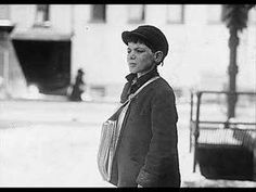 The History Place - Child Labor in America Lewis Hine Photos - Newsies… Fotografia Social, Lewis Hine, Hidden Words, Creative Kids, Internet Marketing, Vintage Photos, Storytelling, Decir No, America