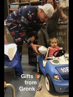 Gronk visiting kids at Boston Children's Hospital. Cheers to Gronk for his amazing heart! credit.  This is the main reason we luv 87