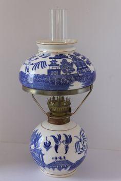 The Porcelain China Diane Blue Willow Decor, Blue Willow China, Blue And White China, Blue China, Red White Blue, Cobalt Blue, Willow Pattern, Vintage Lamps, Vintage Lighting