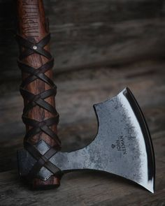 "hammer-ov-thor: "" Axe by John Neeman "" Cool Knives, Knives And Tools, Knives And Swords, Tomahawk Axe, Viking Axe, Beil, Battle Axe, Vegvisir, Fantasy Weapons"