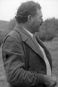 EH08368P  Ernest Hemingway on a hunting trip in Sun Valley, Idaho, circa 1947.