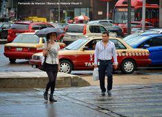 Cruzando la calle. / Across the Street...