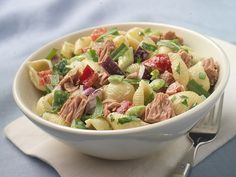 Make Life Easy with this Conchiglie (Seashell Pasta) Salad with Tuna and Bell Peppers recipe! LIKE us at https://www.facebook.com/goldseal #cannedtuna #nodraintuna #easyrecipes