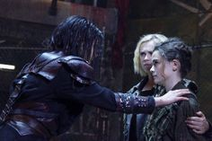 Octavia, Madi, and Clarke in 5x06.  Clarke looks very protective.