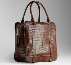 nouveaux sac Burberry pour la collection Printemps/Été , ces sacs à main en peau de crocodile sont disponible en 3 coloris, bordeaux (environ 17 692€), vert (environ 15 385€) et marron (environ 17 692€).