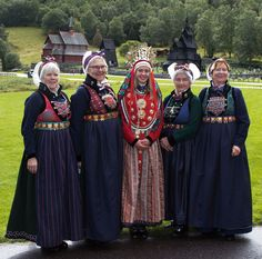 ) with bride in center, complete with bridal crown. See the churches in the background? Norwegian People, Norwegian Vikings, Costumes Around The World, Tribal Dress, Thinking Day, Bridal Crown, Traditional Dresses, Traditional Styles, Folk Costume