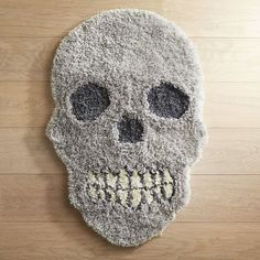 We& admit to having a soft spot for shapely skullduggery. And this Halloween season, guests will get an eerie feeling the moment they set foot in your house when greeted by our silvery shag rug. Skull Rug, Skull Decor, Skull Bedroom, Creepy Halloween Decorations, Grunge, Gothic House, Halloween Season, Textiles, Carpet Runner