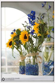 We're not likely going to use sunflowers, but we like this general colour scheme