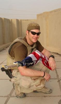 Chief Chris Kyle, most prolific sniper in US military history. Kyle was killed by a Marine Vet whom he was trying to help. Chris Kyle, Happy Birthday Chris, Us Navy Seals, Military Men, Military Salute, Military Honors, Military History, Fallen Heroes, American Pride