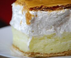 Francia krémes Sweet Desserts, Sweet Recipes, Dessert Recipes, Hungarian Desserts, Colombian Food, Garlic Bread, Winter Food, Camembert Cheese, Cheesecake
