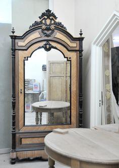 Toile De Jouy kumaşlarımız Love the mirror for the bedroom.