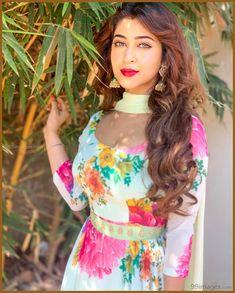 Sonarika Bhadoria looks stunning🌼🌺🌼🌺 Oscars Red Carpet Dresses, Sonarika Bhadoria, Stylish Girl Pic, Most Beautiful Indian Actress, Beautiful Actresses, Cute Girl Photo, Indian Celebrities, Indian Beauty Saree, Outfit