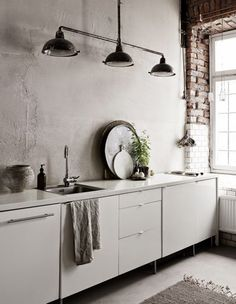60 Awesome Scandinavian Kitchen Decor and Design Ideas - InsideDecor Kitchen Dinning, Farmhouse Kitchen Decor, Kitchen Interior, Dining Room, Scandinavian Kitchen, Industrial Scandinavian, Scandinavian Bedroom, Scandinavian Design, Cuisines Design