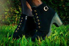 Look do Dia: Maxi Colete Jeans + Vestido Preto + Meia Arrastão e Bota  #lookdodia #look #ootd #lookoftheday #moda #maxicolete #maxivest #jeans #dress #blackdress #vestido #boots #bota #girl #fashion #fashionista #fashionblogger