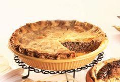 Tourtière traditionnelle au #porc et au #veau #tourtiere #noel #fetes Tourtiere Recipe Quebec, Beef Recepies, Xmas Food, Pot Pie, Apple Pie, Canada Day, Food And Drink, Meals, Baking
