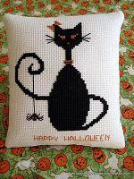 tutorial to make a pillow using cross-stitch design