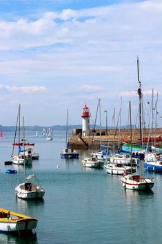 joli port erquy only laurie Lighthouse Painting, Boat Painting, Sailing Courses, Photo Bretagne, Painting Templates, Brittany France, White City, Beautiful Places In The World, Belle Photo