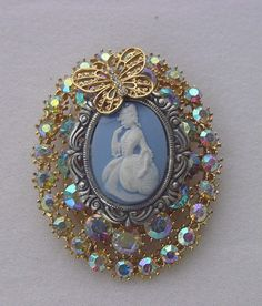 VINTAGE AB RHINESTONE COLONIAL LADY BUTTERFLY CAMEO