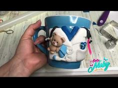 Taza para doctor (a) en honor a ellos - YouTube Biscuit, Labor, Polymer Clay, Make It Yourself, Mugs, Videos, Youtube, Cup Decorating, Decorating Bottles