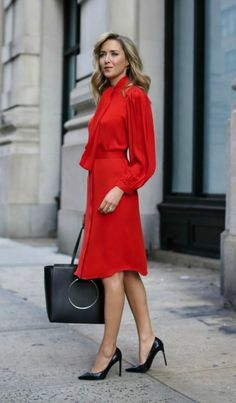 What to wear to your work holiday party! The complete guide! Casual looks, cocktail attire and even business formal looks like this classic bright red tie neck silk tie waist midi dress with pleated blouson sleeves and classic tote bag and pumps. Business Outfits, Business Attire, Business Dresses, Look Office, Office Style, Look Fashion, Womens Fashion, Nyc Fashion, Classic Fashion