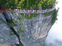 China ganha passarela de vidro a 1.400 m de altura