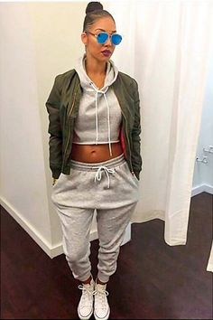 RetroVillage - Retro Jogger & Cropped hoodie Tracksuit Set - Tracksuit - Women