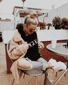 38 Smart Fall Outfits Ideas To Update Your Wardrobe Source by alla moda Fashion Mode, Look Fashion, Womens Fashion, Fashion Trends, Fall Fashion, 90s Fashion, Fashion Pics, Lifestyle Fashion, Fashion Black