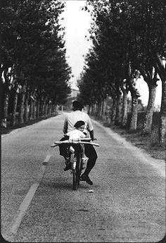 Avancez a deux avec de la bouffe sur un vélo (la base de la vie)
