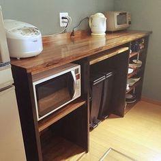 女性で、のキッチンカウンター/手作り/DIY/木製/ブルーグレー/キッチン収納…などについてのインテリア実例を紹介。「とりあえず置いてみた。あとは壁に棚をつけたいなぁ。」(この写真は 2015-05-29 15:47:21 に共有されました)