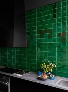 Emerald green bathroom tiles view in gallery emerald green kitchen Home Interior, Kitchen Interior, Kitchen Design, Interior Design, Color Interior, Green Kitchen, New Kitchen, Awesome Kitchen, Black Kitchens