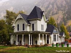 Victorian Houses of Georgetown, Colorado - Travel To Eat Victorian Homes Exterior, Victorian Style Homes, Victorian Houses, George Town, Beautiful Farm, Beautiful Homes, Colorado Homes, Mountain Homes, Historic Homes