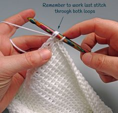 Crochet Afghans Ideas finishing-off-finishing-row - Tunisian Crochet is a lot like regular crochet but with some key differences. Learn to crochet the Tunisian Crochet Simple Stitch with this full photo-tutorial. It really is easier than you think! Knit Or Crochet, Learn To Crochet, Crochet Crafts, Crochet Hooks, Crochet Projects, Free Crochet, Double Crochet, Crochet Humor, Crochet Mittens