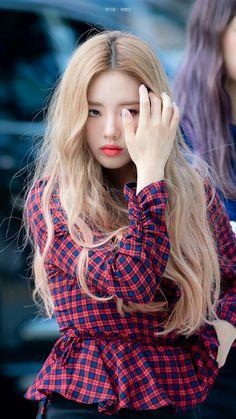 Kpop Girl Groups, Kpop Girls, Korean Celebrities, Asian Beauty, Asian Girl, Idol, High Neck Dress, Park, Outfits