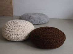 Awesome Crocheted Pouf Instructable! Teaches you how to make huge yarn.