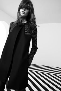 """merde-petit-maitre: """"Fashion photography (Melissa Stasiuk in """"Pierre Girl"""" for Pierre Balmain, Fall 2012 Collection, via collections-from-vogue) """" Fashion Mode, Look Fashion, Fashion Details, Fashion Show, Autumn Fashion, Diy Fashion, Fashion Beauty, Pierre Balmain, Mode Lookbook"""