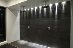 Suomalaisia koteja | ABL-Laatat Style Japonais, Decoration, Door Handles, New Homes, Bathtub, Doors, House, Bathroom Ideas, Bathrooms