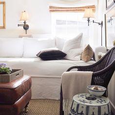 Happy Monday! A little #morninglight in the #den #mediaroom #wickeralwaysworks #whitesofa #customfurniture #mohair #velvet #romanshades #leather #blueandwhiteporcelain #blueandwhiteforever #chinoiserie #africanviolet #interiordesign #interiors #decor #sconces #seagrass #art #apartmentliving #love #lovehome