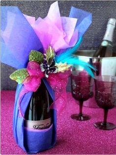 ラッピング Wrapped Wine Bottles, Wine Bottle Tags, Creative Gift Wrapping, Creative Gifts, Wine Gift Baskets, Gift Wrapper, Wine Craft, Wine Gifts, Christmas Wrapping