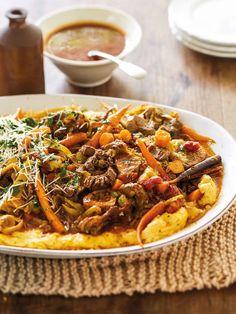 Die nederige wortel is die perfekte basisbestanddeel saam met uie en knoffel. Kung Pao Chicken, Food Network Recipes, Kos, Curry, Party Ideas, African, Traditional, Meat, Ethnic Recipes