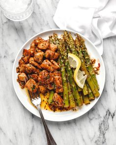 Garlic Butter Chicken Bites with Lemon Asparagus Garlic Butter Chicken Bites with Lemon AsparagusSo much flavor and so easy to throw together, this chicken and asparagus recipe is a winner Lemon Asparagus, Chicken Asparagus, How To Cook Asparagus, Asparagus Recipe, Asparagus Skillet, Good Healthy Recipes, Healthy Chicken Recipes, Cooking Recipes, Garlic Butter Chicken