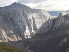 Hoces de Vegacervera - Pico Polvoreda al fondo