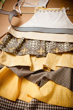 How cute and what a time saver by using a canvas apron! Would make great holiday gifts!