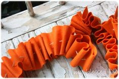 Ruffled Felt Garland - make in red or other bright colors to look like candy!